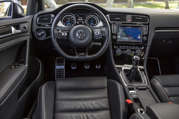 2015-volkswagen-golf-r-cockpit Resized