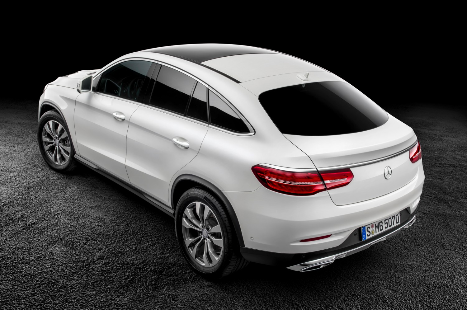 2016-mercedes-benz-gle-class-coupe-rear-three-quarter