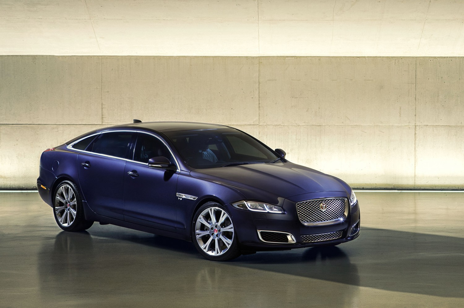 2016-jaguar-xj-autobiography-front-three-quarter