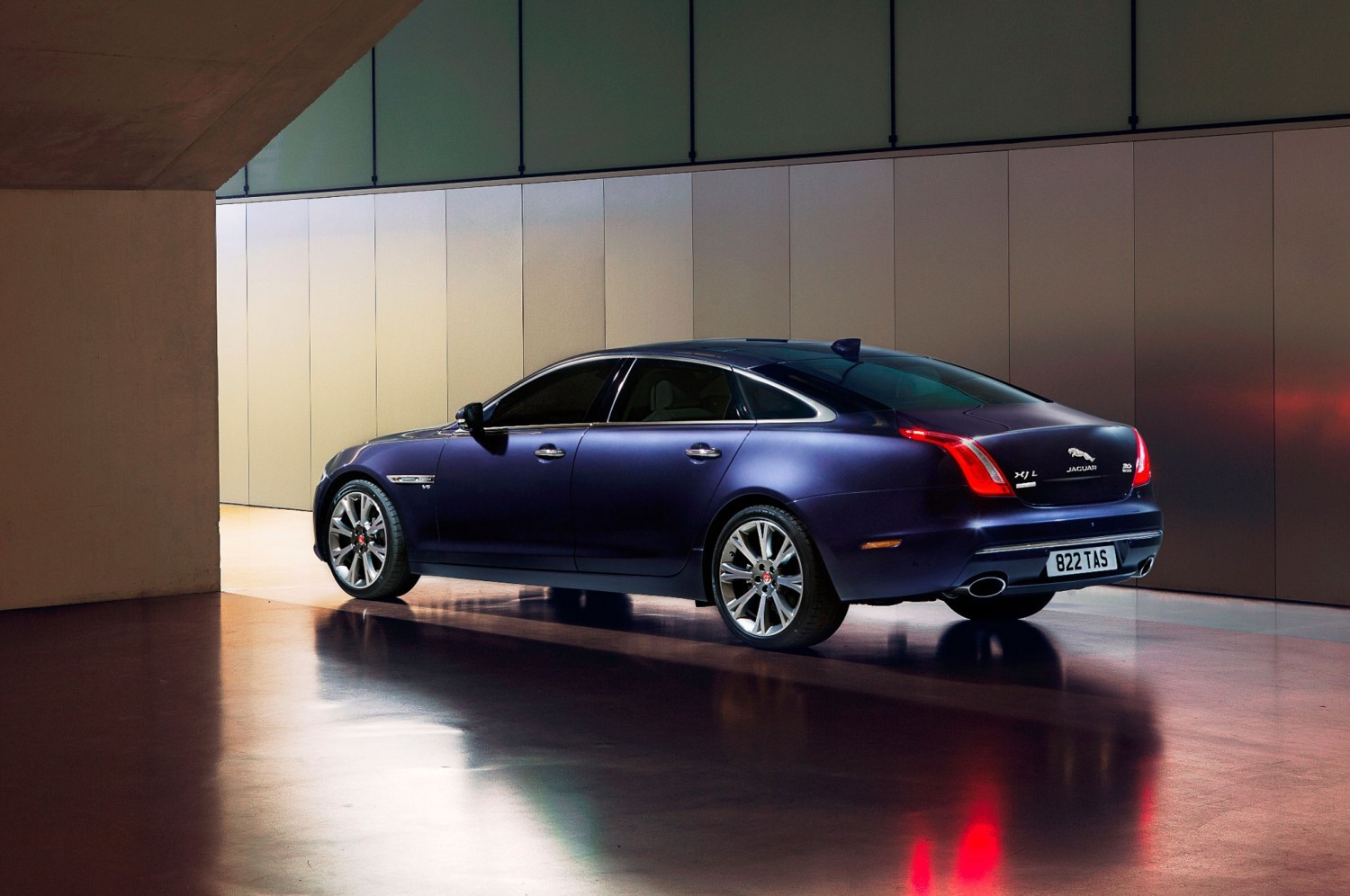 2016-jaguar-xj-autobiography-rear-three-quarter