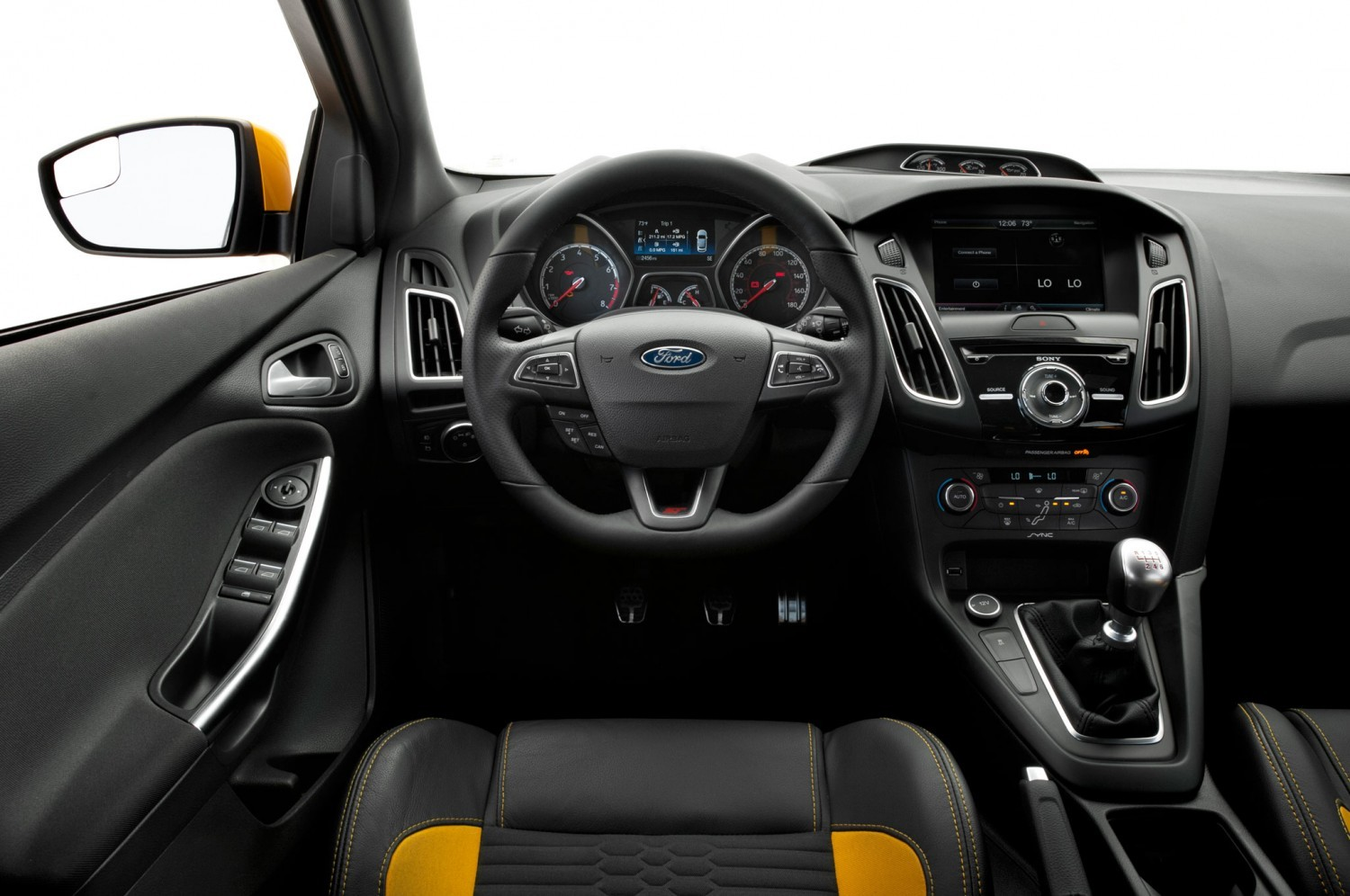 2015-Ford-Focus-ST-cockpit
